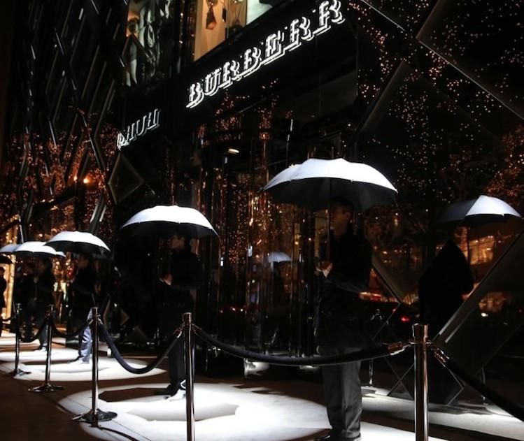 Burberry 'amiral mağazasının' açılışını kutladı chicago