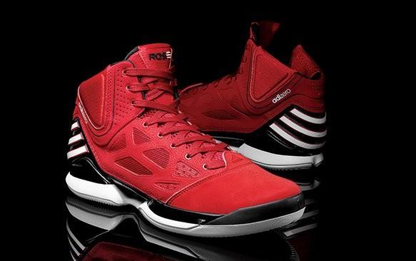 Adidas Derrick Rose'dan vazgeçmiyor