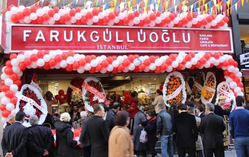 Son dönemde franchise mağazaları ile sıkça gündeme gelen Faruk Güllüoğlu, zincirin en son halkasını Beşiktaş'ta açtı.