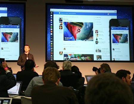 Mark Zuckerberg Facebook'un yeni tasarımını tanıttı.
