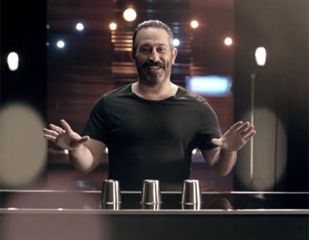 Cem Yılmaz, gösterilerini yayınlayacak D Smart'ın reklam filminde