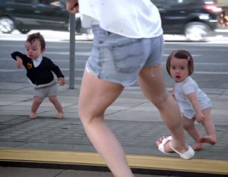 Evian'ın dans eden bebekleri geri döndü