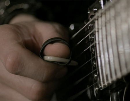 Peugeot'un GTi reklamında gitar şov