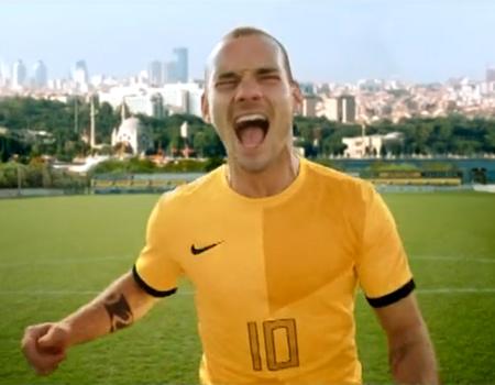 Sneijder ve eşi Yolanthe Cabau aynı reklam filminde