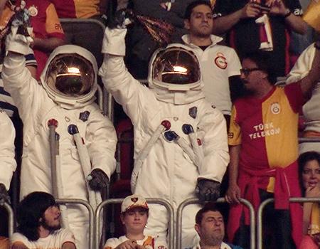 Axe astronotları şampiyonluk maçındaydı