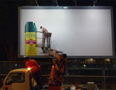 Çevre sakinlerini sivrisineklerden kurtaran billboard
