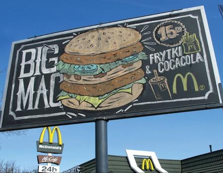 McDonald's mönüleri karatahtada