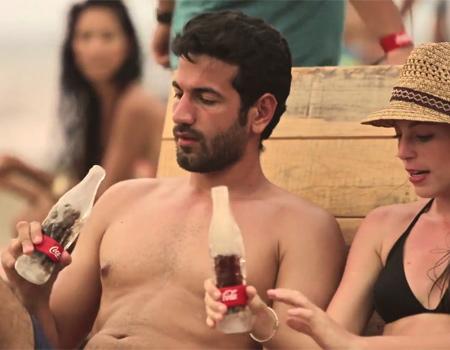 Soğuk içiniz: Coca Cola'dan yaza özel buzdan şişe