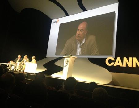 Muhtar Kent Cannes'da konuştu