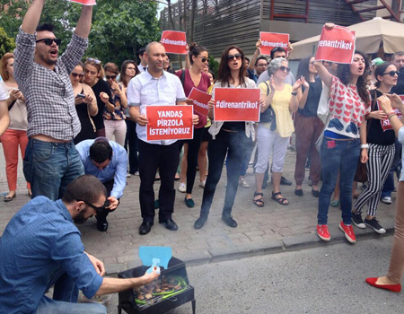 TBWA\İstanbul Ferit Şahenk'i mangala çağırıyor