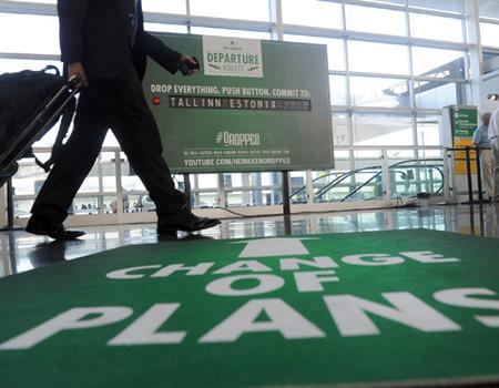 Heineken uçak yolcularını cesur olmaya çağırıyor