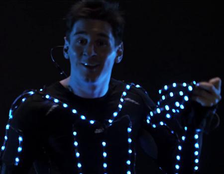 Adidas, Messi'nin hünerlerini ışığın dansıyla birleştiriyor.