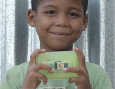 Güney Afrikalı dernekten ellerini yıkayan çocukları ödüllendiren kampanya.