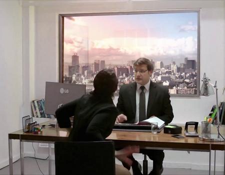 Marka, yeni UltraHD televizyonu kamera şakası ile tanıtıyor.