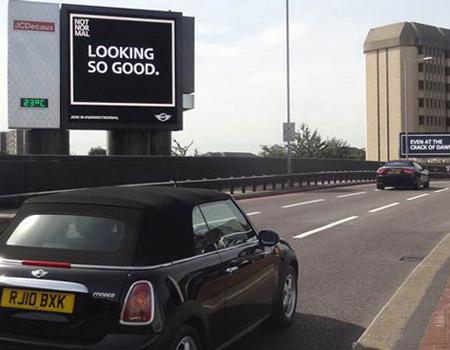 Özel tasarım dijital ekranlar küçük arabaları fark edebiliyor.