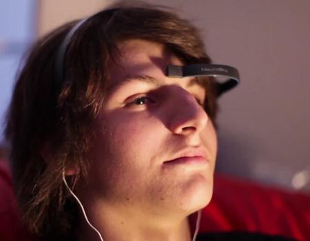 Radyonun EEG başlıklarla desteklenen uygulaması dinleyicilere özel listeler oluşturuyor.