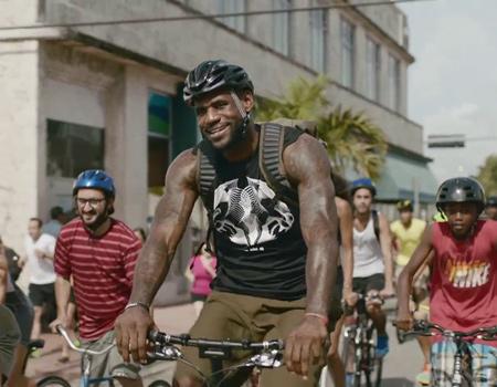 LeBron James Nike için koşuyor