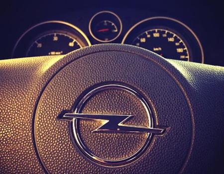 Opel televizyon kampanyasını #halkinopeli etiketi ile Twitter'a taşıdı.
