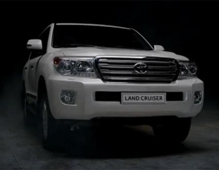 Alametifarika imzalı kampanyada Toyota Forever Kart tanıtılıyor.