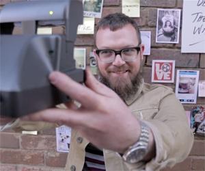 Güney Afrikalı mobil operatör reklam filmi ile sanal gelenekleri günlük yaşama taşıyor.
