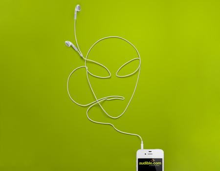 Amazon'un sesli kitap servisi Audible 'kulaklıklarınız hayal gücünüze açılan kapılardır' vurgusu.