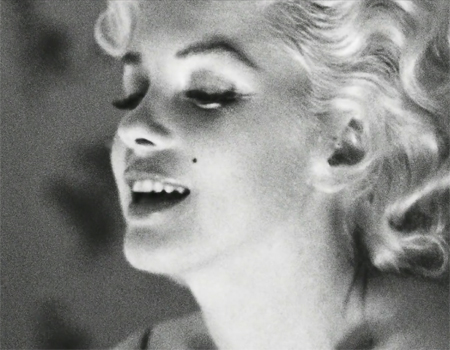 Marilyn Monroe Chanel No. 5'i sunar