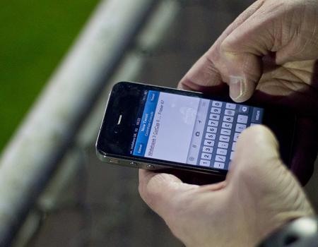 Futbol alanında yapılan ilk sosyal medya araştırması çarpıcı sonuçları ortaya koydu.