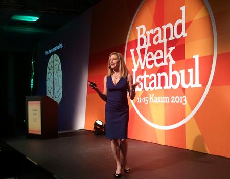 Son dönemin ilgi çeken kitabı Görsel Çekiç'in yazarı Laura Ries, bu kavramın markalar için önemini anlattı.