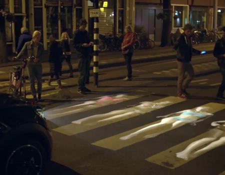 LG, yaratıcıları yeni taşınabilir projektörü Mini LED ile besliyor.