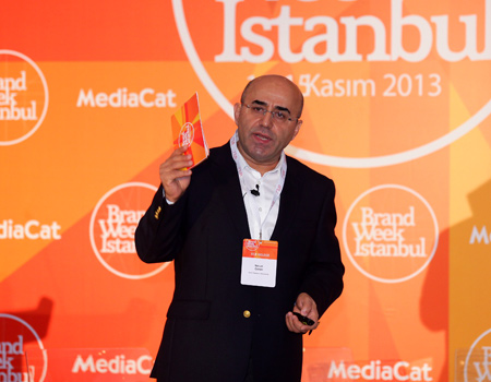 Seçim maratonu öncesinde siyasi iletişimin nabzını tutan zirve Necati Özkan'ın konuşmasıyla başladı.