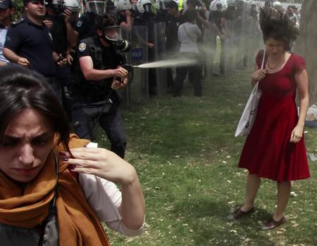 Reuters muhabirlerinin 2013'te çektiği en iyi kareleri bir videoda derledi.