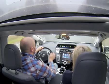 Toyota, hibrit araç sahiplerini test sürüşü gönüllülerine dönüştürüyor.