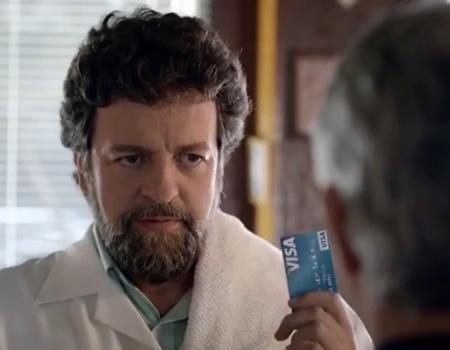 Visa, 'Geçmiş, geçmişte kaldı' mesajını ünlü futbolcularla veriyor.