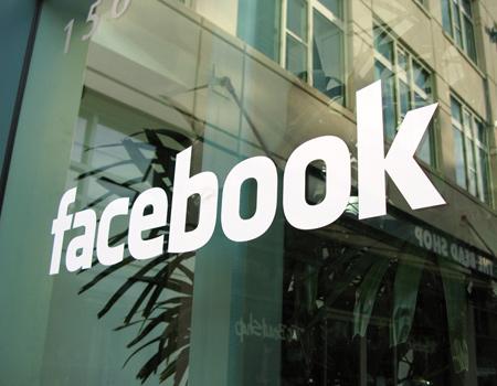 Facebook'tan arkadaşlık sitelerine reklam yasağı