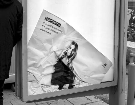 Pro Centre yaratıcı afişleriyle farkındalık yaratıyor.