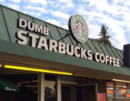 Los Angeles'ta Starbucks'la alay eden bir kafe açıldı.
