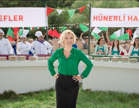 Fairy için hazırlanan reklam filminde Berna Laçin rol alıyor.
