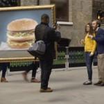 McDonald's çift katlı burgerinin aklınızı başından aldığını kanıtlıyor.