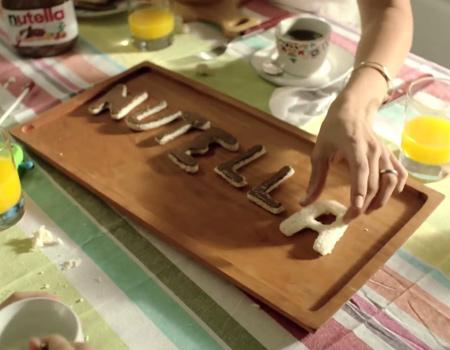 Nutella hayranlarıyla bağını kuvvetlendiriyor.