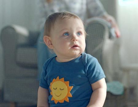 Ikea çocuklara yönelik ürünleri için hazırladığı filmde sanatçının 'Küçüğüm' şarkısını kullanıyor.