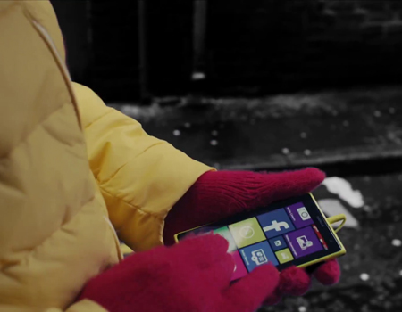 Nokia'nın satın alınmasının ardından gelen reklamda Microsoft Apple'ı andırıyor.
