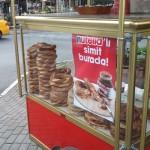 Nutella, hızlı kahvaltı peşindeki çalışanları simitçilerde yakalıyor.