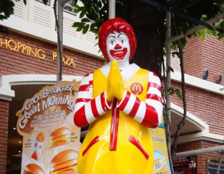McDonald's ikonik maskotunu yeniden öne sürüyor.