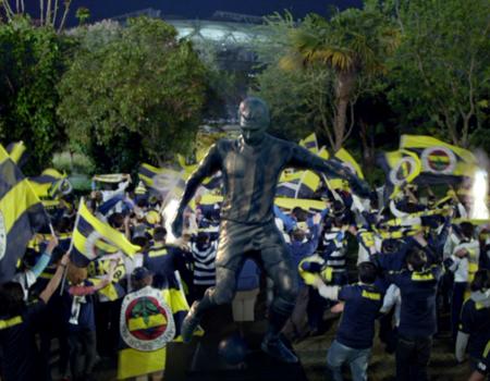 Türk Telekom, Fenerbahçe'nin şampiyonluğu için hazırladığı filmde Lefter'i unutmadı.