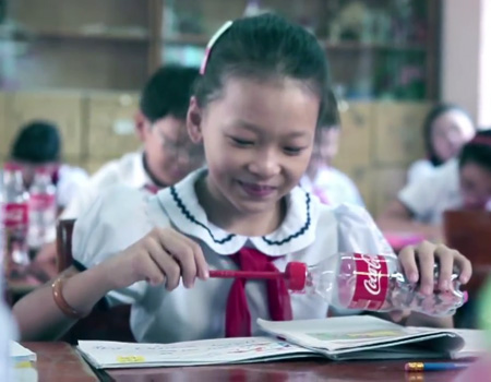 Coca-Cola boş şişelerden harikalar yaratıyor