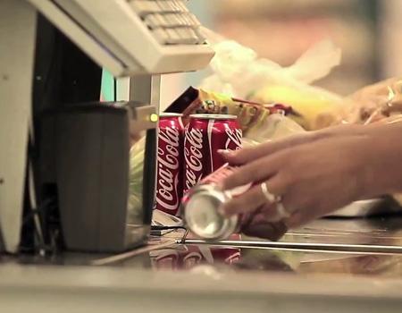 Coca-Cola'dan alışverişin mutlu sonla tamamlanmasını garantileyen uygulama.