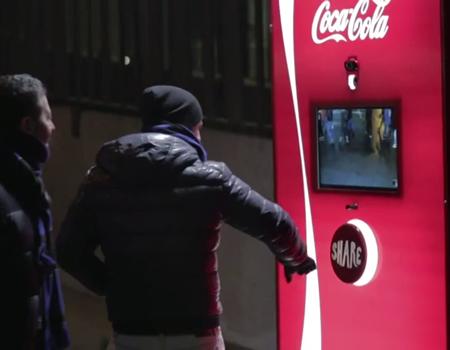 Coca-Cola paylaştırmaya devam ediyor