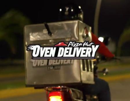 Fırını motosiklet üstüne yerleştiren Pizza Hut ile soğuk pizza tarihe oluyor.