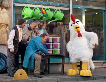 Popeyes 'Terbiyesiz Tavuk' serisine yeni yılda da devam ediyor
