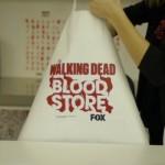 Walking Dead'in gezici mağazasında para geçmiyor.